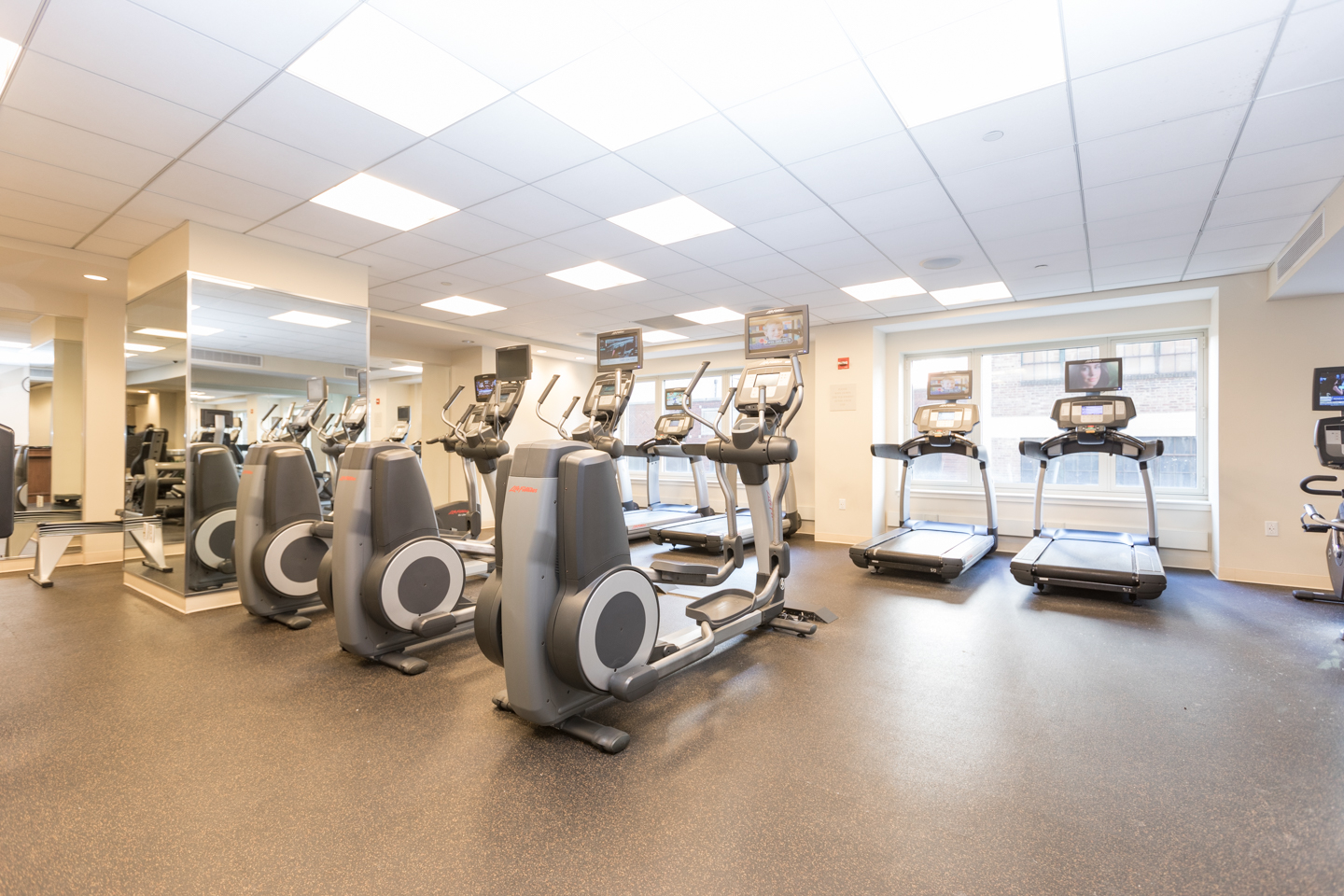 on-site fitness center at 10 Rittenhouse luxury condos in Philadelphia