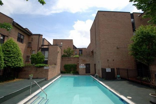 Penn's Landing Square luxury condo swimming pool